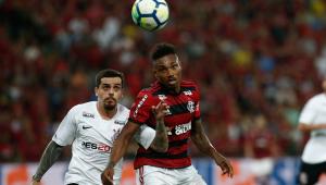 Vitinho passará por cirurgia no joelho após lesão contra o Corinthians