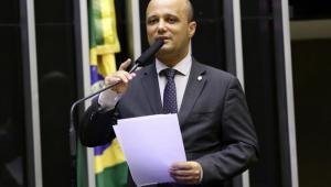 No Twitter, deputado Major Vitor Hugo nega existência de acordo