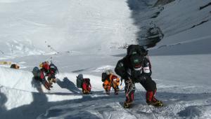 Britânico morre ao escalar o Monte Everest; já são 8 casos de vítimas neste ano