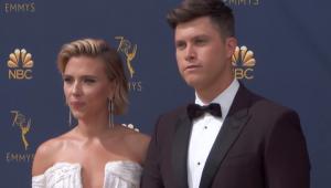 Scarlett Johansson e o humorista Colin Jost estão noivos