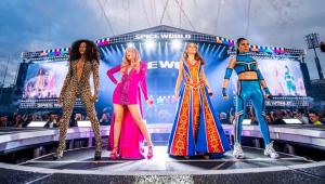 Primeiro show da turnê das Spice Girls lota estádio; veja trechos