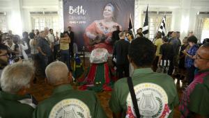 Fãs e amigos se despedem da 'madrinha do samba' Beth Carvalho