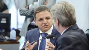 Senador Marcio Bittar defende decreto das armas: 'Direito sagrado'