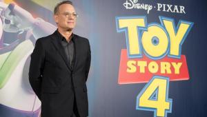 'Todos querem acreditar que brinquedos ganham vida', diz Tom Hanks sobre sucesso de 'Toy Story'