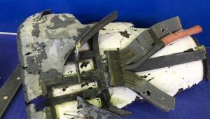 Restos da fuselagem de um drone norte-americano RQ-4A exibido pela Guarda Revolucionária do Irã, nesta sexta-feira (21)