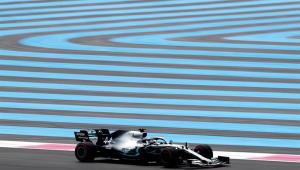 Com Hamilton na frente, Mercedes faz dobradinha no 1º treino livre na França