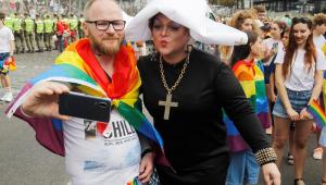 Marcha do Orgulho LGBTI reúne 8 mil pessoas em Kiev