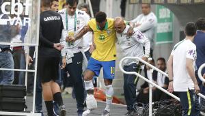 Jornal: Barcelona consulta médicos e se preocupa com pé direito de Neymar