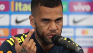 Daniel Alves critica clubismo da torcida e pede conexão entre público e seleção