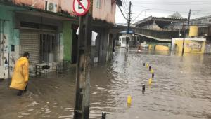 Sobe o número de mortos após chuvas na grande Recife