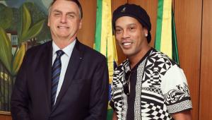 Rolê aleatório? Bolsonaro posta foto de encontro com Ronaldinho Gaúcho