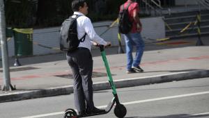 Aumento do uso de patinetes elétricos na Europa preocupa governos