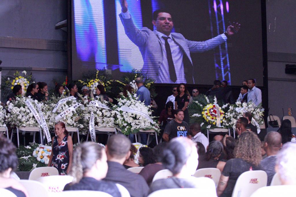 Resultado de imagem para Filho afirma que Flordelis e 3 irmãs participaram da morte de pastor