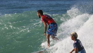 Filipe Toledo supera sul-africano e é bi da etapa do Rio do Circuito Mundial de Surfe