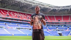 Quanta astúcia! Ex-Santos, Jean Lucas é apresentado no Lyon com camisa do Seu Madruga