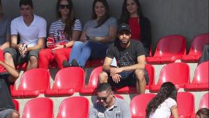 De férias, Lucas Moura acompanha jogos do São Paulo sub-15 e sub-17