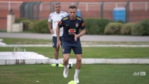 Tite promove o retorno de Arthur à seleção para jogo com a Venezuela