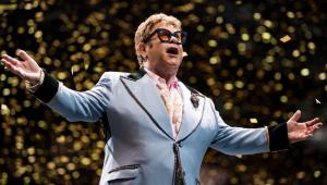 Elton John defende Príncipe Harry e Meghan Markle em polêmica de avião particular