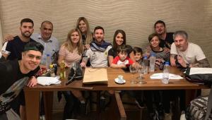 Messi comemora aniversário na concentração da Argentina com família