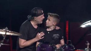 Metallica chama fã de 13 anos para tocar bateria; assista