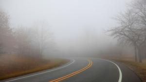 Trechos de serra e baixadas estão mais sujeitos à neblina. Os períodos de maior incidência são o começo da manhã e a madrugada