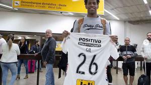 Carille saca Henrique e esboça Corinthians com Gil pela primeira vez
