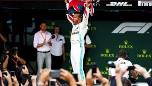 Leclerc, Verstappen e Vettel brigam, mas a vitória é mais uma vez de Hamilton