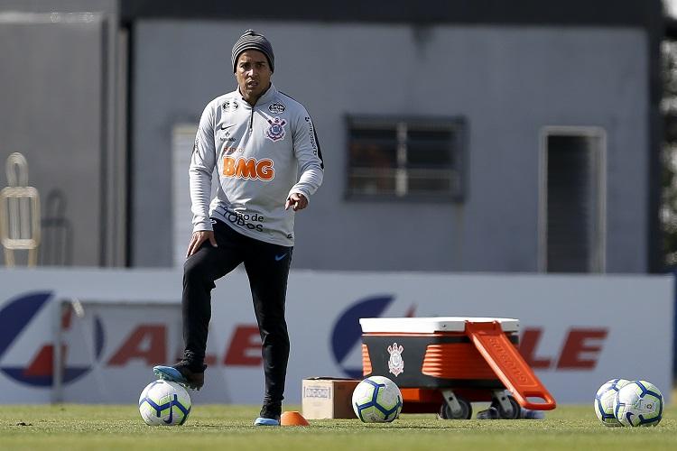Corinthians relaciona Jadson, Araos e Everaldo para duelo contra o Flamengo; veja lista
