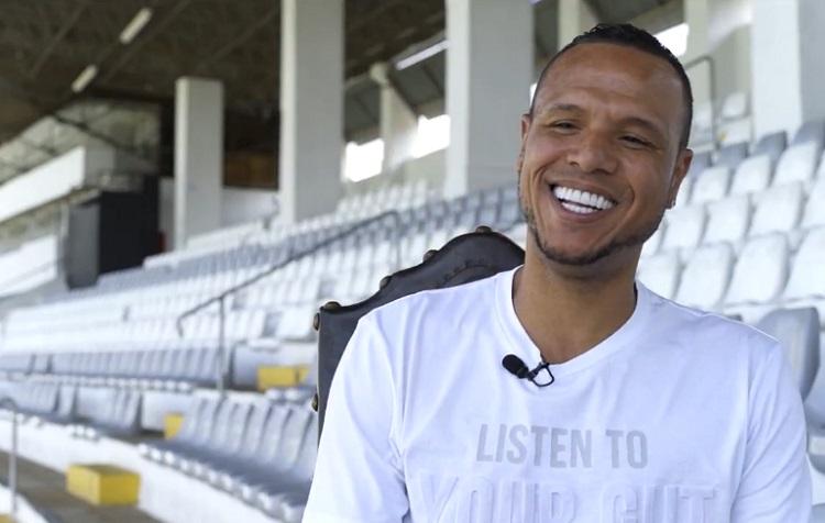 Já pensou? 'Falam que eu tenho a cara do Corinthians', diz Luís Fabiano