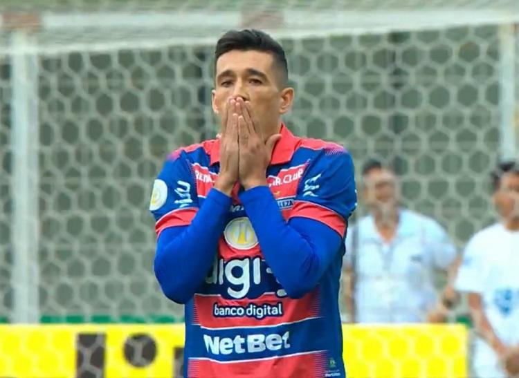 Meu Deus! Fortaleza faz gol contra do meio de campo contra o Atlético-MG; assista