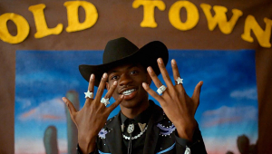 'Old Town Road' se torna a música a ficar mais tempo no topo do ranking da Billboard
