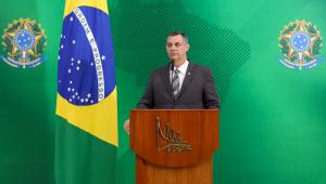 Porta-voz diz que nomeação de Eduardo Bolsonaro para embaixada é 'legalmente viável'