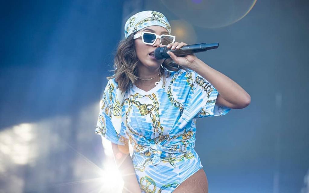 Anitta convida rapper Cardi B para gravar música: 'Melhor funk do mundo'