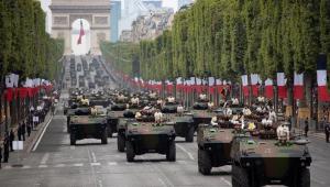 Aniversário da Queda da Bastilha termina em confronto entre policiais e manifestantes