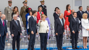 Líderes europeus, incluindo a chanceler alemã Angela Merkel, se uniram ao presidente francês Emmanuel Macron no domingo para a tradicional parada militar do Dia da Bastilha em Paris, que completa 230 anos este ano e homenageou a cooperação militar européia.