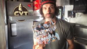 'Influencers pagam em dobro': Cansado de 'mendigagem', dono de foodtruck toma atitude radical e viraliza