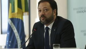 O presidente do Instituto Nacional de Estudos e Pesquisas Educacionais Anísio Teixeira, Alexandre Lopes, durante entrevista coletiva.