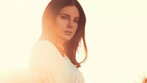 Lana Del Rey diz que seu novo álbum será lançado em agosto