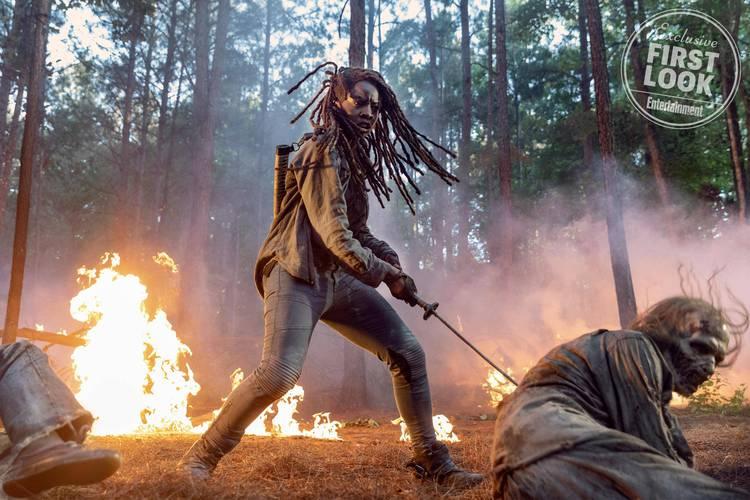 'The Walking Dead': Michonne usa espada contra zumbi em imagem da 10ª temporada