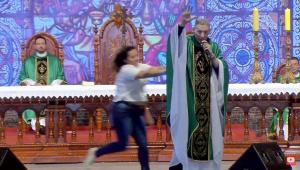 Padre Marcelo Rossi sofre ataque em missa
