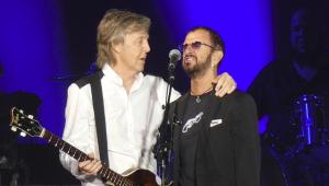 Paul McCartney chama Ringo Starr para participação em show; assista