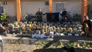 Rio: Operação apreende 2,5 toneladas de drogas, quatro fuzis e prende 16 pessoas