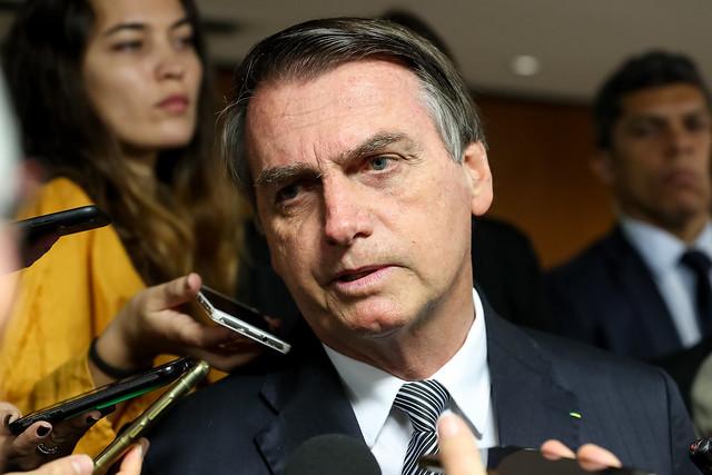 'A floresta não está pegando fogo como estão dizendo', diz Bolsonaro