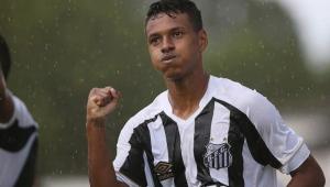 Barcelona se aproxima de acerto com joia do Santos, diz jornal