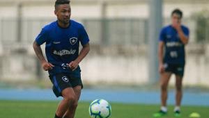 Biro Biro tem parada cardíaca e desmaia durante treino do Botafogo