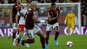 Flamengo vence o Internacional e abre boa vantagem nas quartas da Libertadores