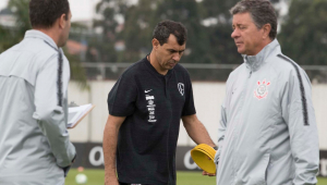 Carille monta defesa inédita no Corinthians para encarar o Cruzeiro