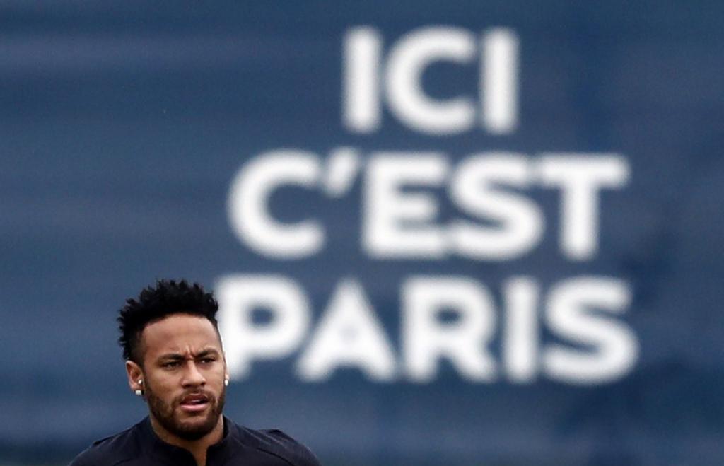 Técnico diz que Neymar não jogará enquanto não resolver se ficará no PSG
