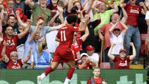 Salah faz dois, Liverpool domina o Arsenal e se mantém na liderança da Premier League