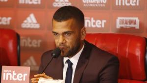 Daniel Alves foi recusado pela Juventus por dificuldade na marcação, diz portal